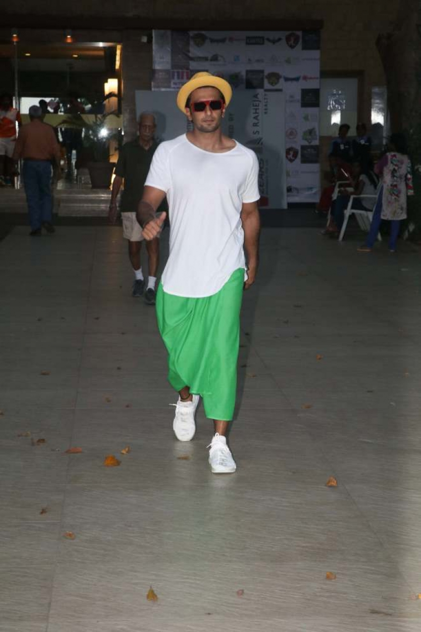Ranveer Singh Spotted At Otters Club In Bandra Photos
