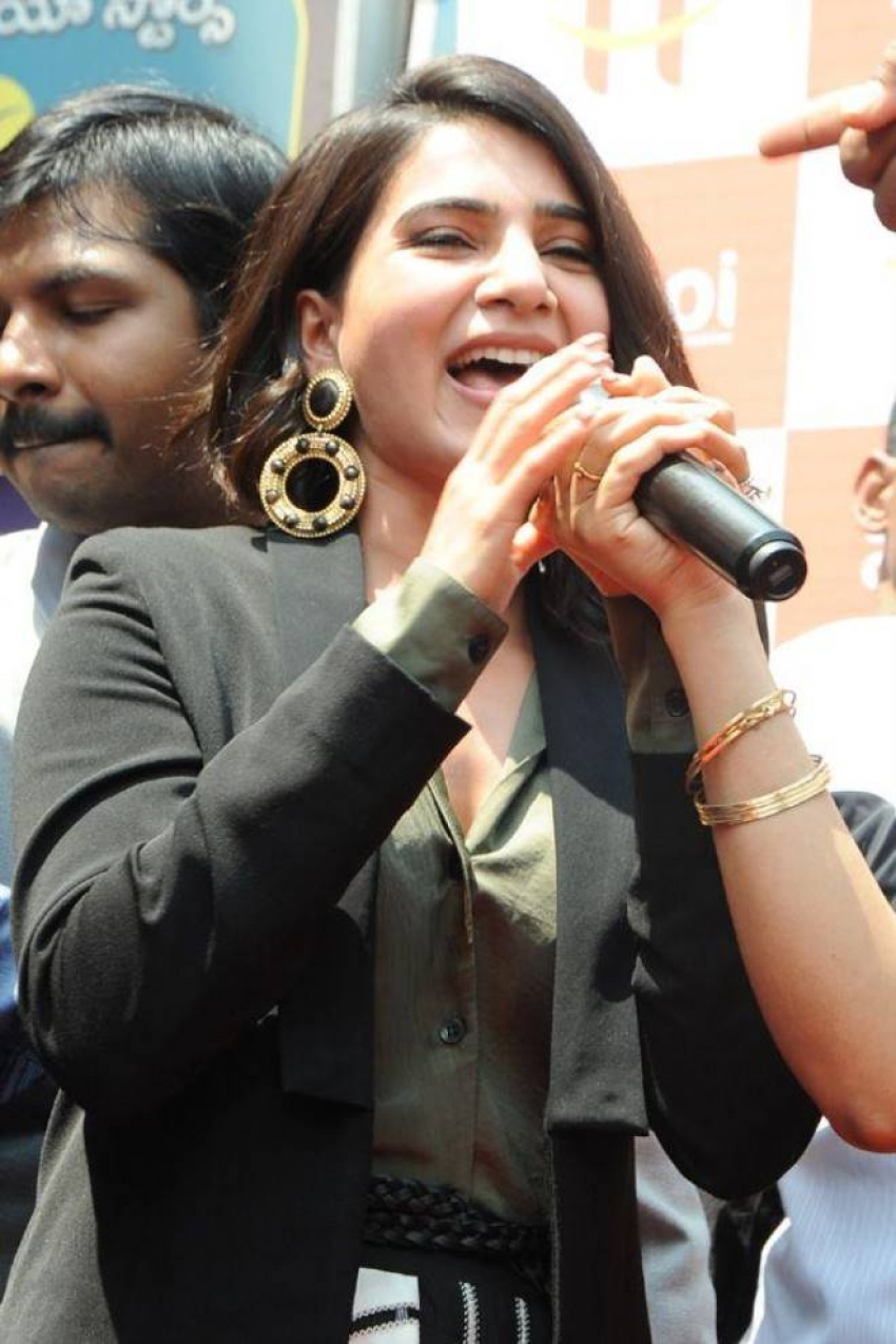 Samantha In Ananthapur For Happi Mobile Store Launch Photos