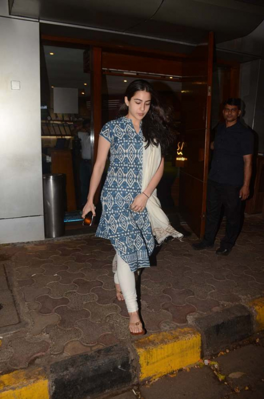 Sara Ali Khan snapped at Salt Water Cafe in Bandra Photos