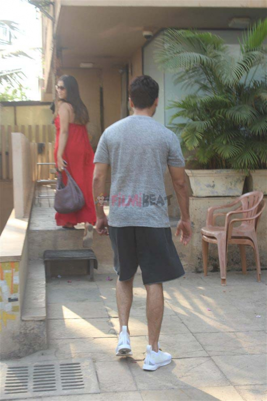 Shahid Kapoor And Meera Rajput Spotted At Tip And Toe Salon Bandra Photos