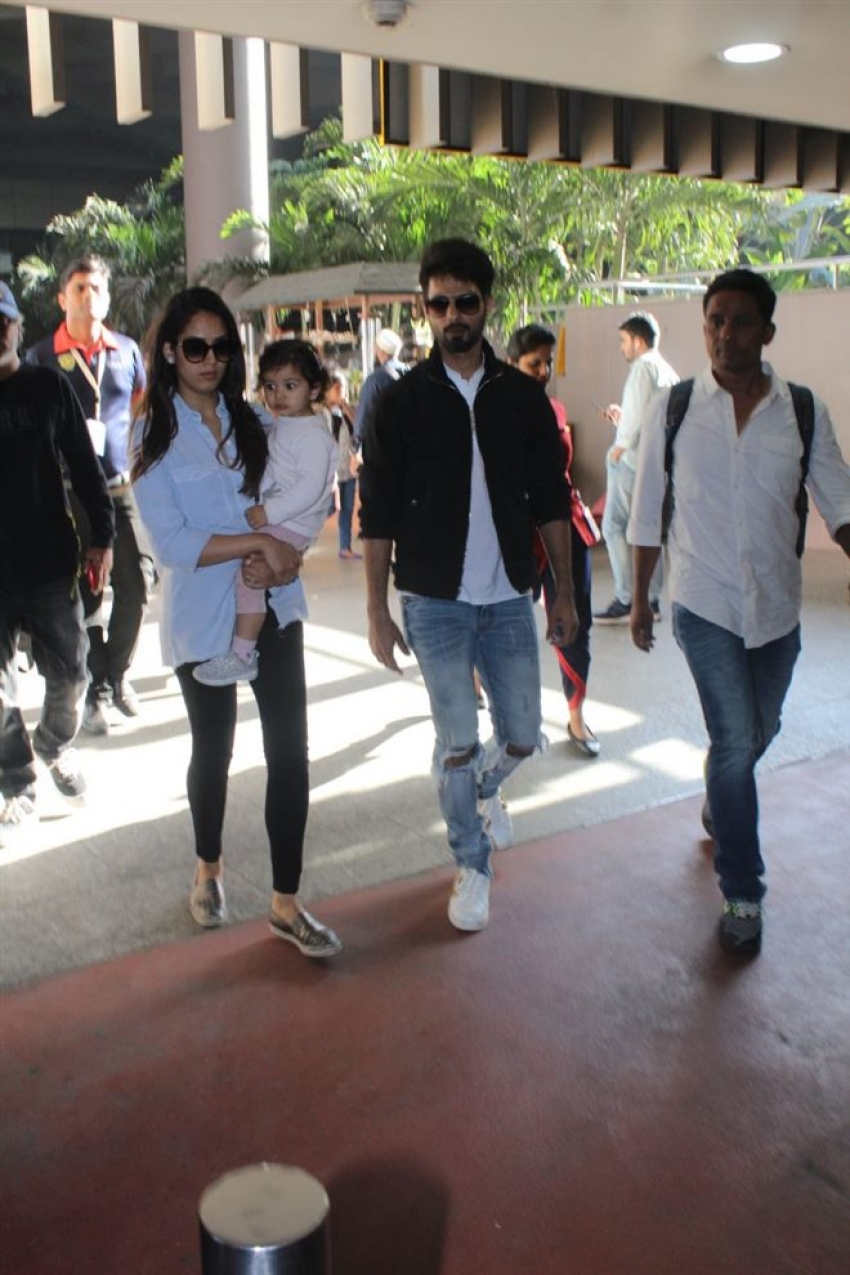 Shahid Kapoor With Family Spotted At Airport Photos