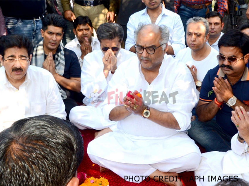 Sridevi Asti Visarjan In Haridwar Photos