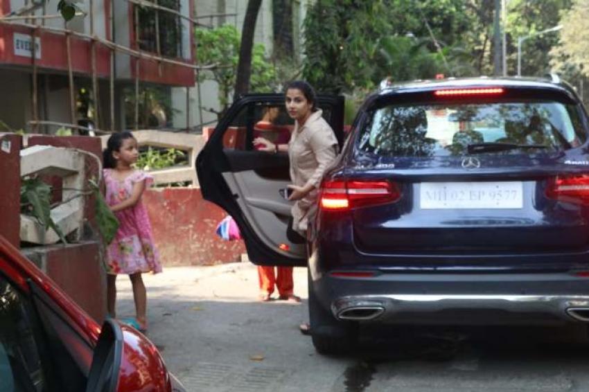 Vidhya Balan Spotted At Bandra Photos