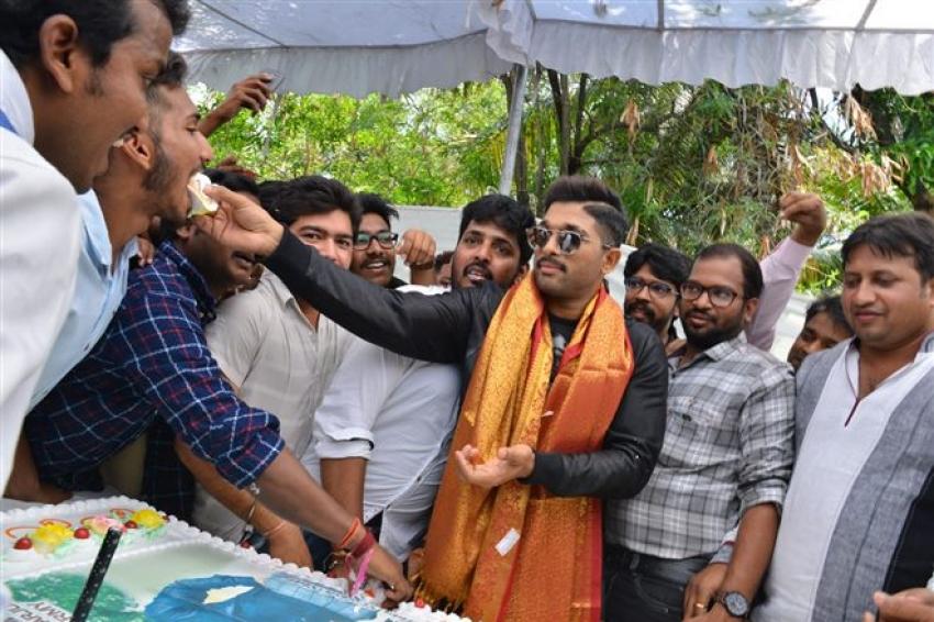 Allu Arjun Birthday Celebrations At Geetha Arts Office
