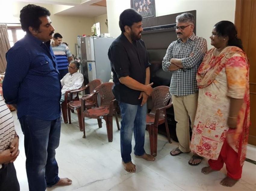 Chiranjeevi Pays Condolences To Rao Ramesh Mother Photos