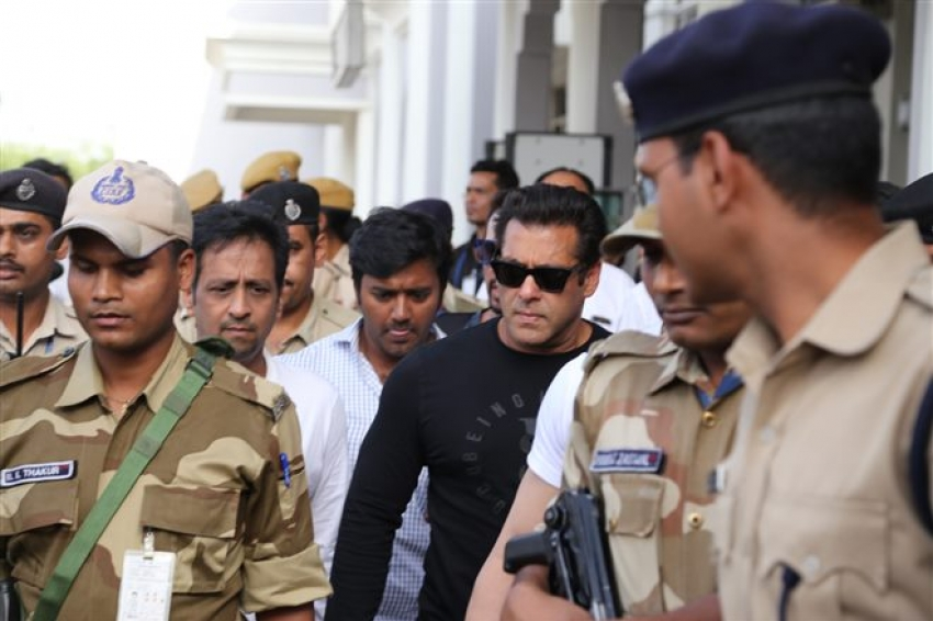 Salman Khan Arrives At Jodhpur Court With Sisters In Jodhpur Photos