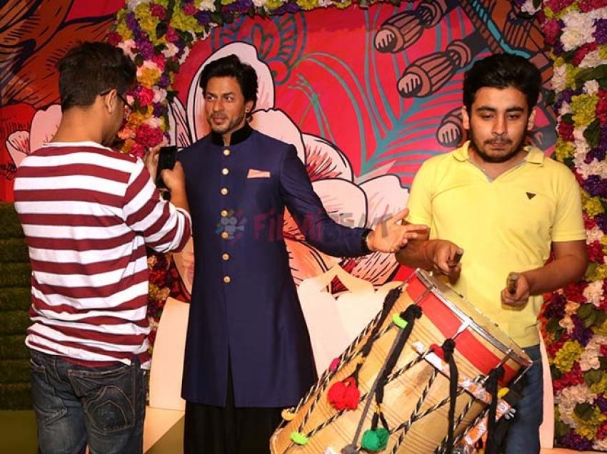 Shah Rukh Khan Wax Statue Unveiled At Madam Tussaudes In New Delhi Photos
