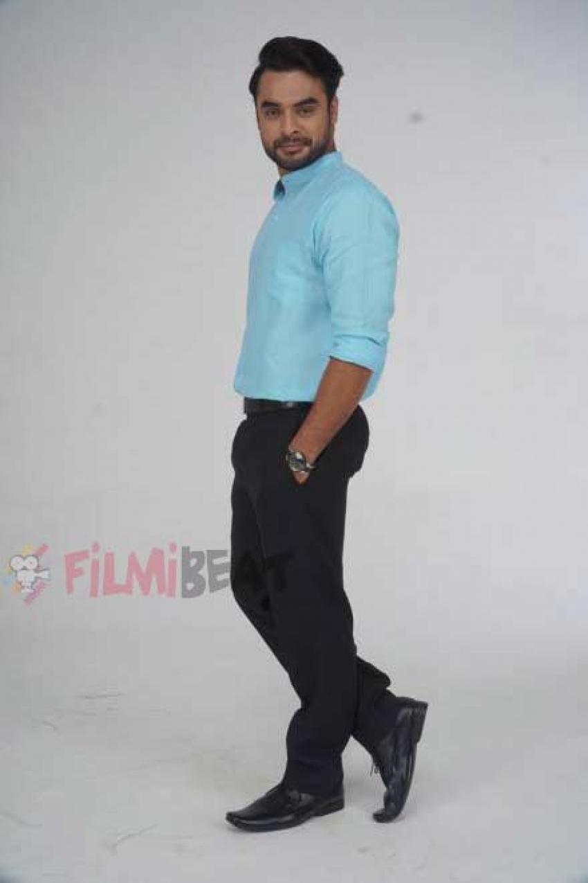 Abhiyum Anuvum Photos