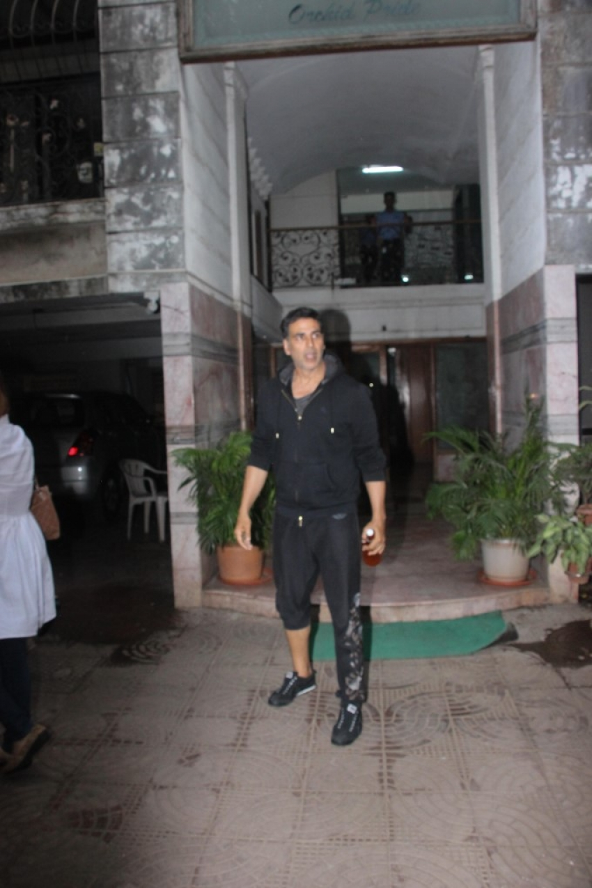 Akshay And Twinkle Spotted At Excel Office Bandra Photos