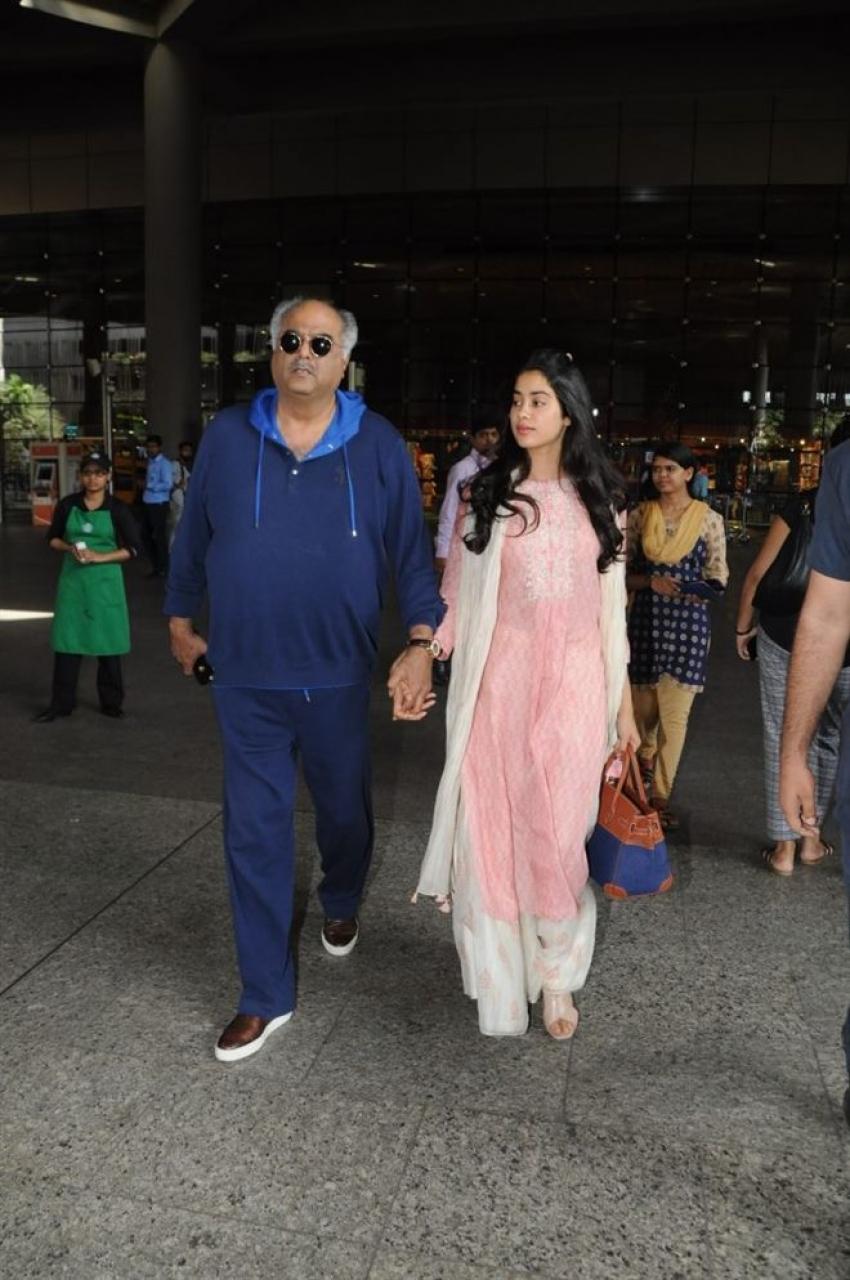 Boney Kapoor & Jhanvi Spotted At Airport Photos