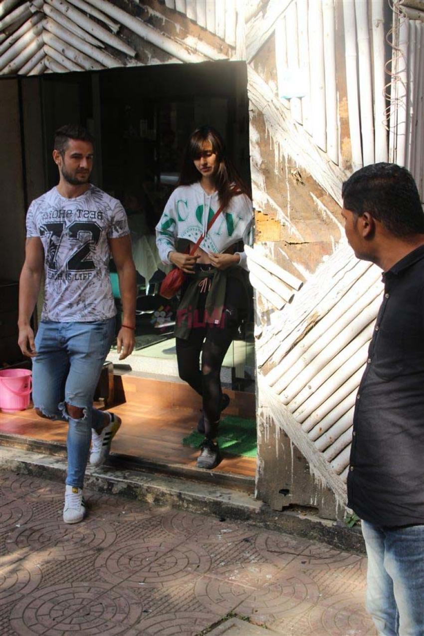 Disha Patani With Friends Spotted At Zido Saloon Bandra Photos