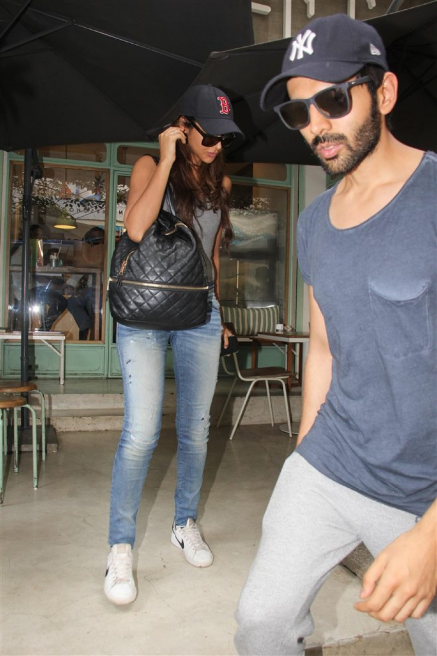 Kartik Aryan With Girlfriend Spotted At Kitchen Garden Bandra Photos