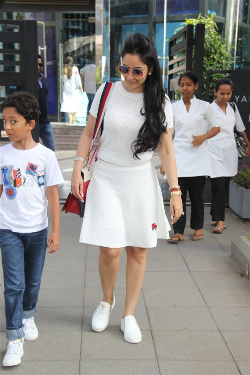 Manayata Spotted With Kids Photos