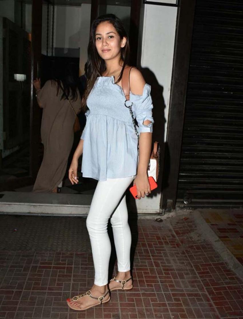 Mira Rajput Spotted At Bandra Photos