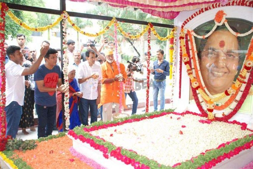 Parvatamma Rajkumar 1st Death Anniversary Photos