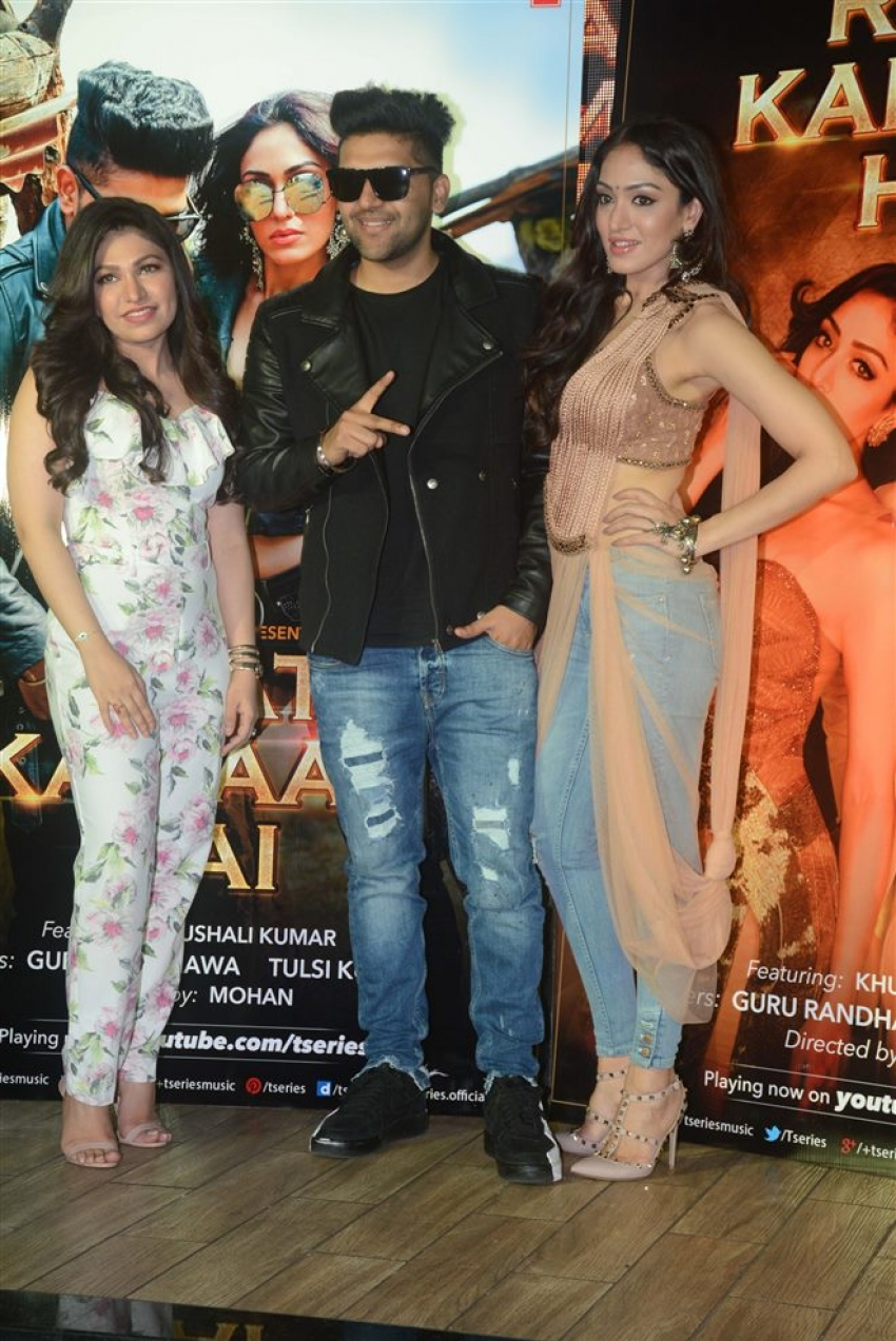 Raat Kamaal Hai Song Success Celebration Photos