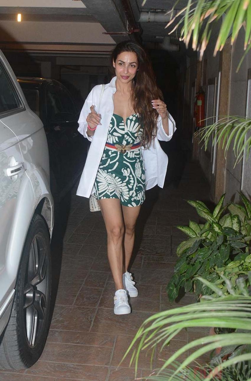 Rhea, Malaika, Amruta And Karisma Spotted At Kareena Kapoor Residence Photos