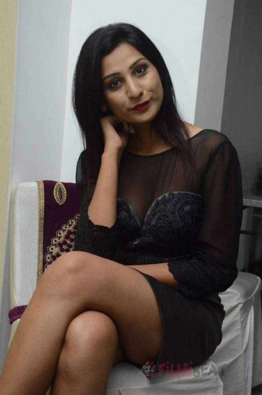 Zeba Anjum Photos
