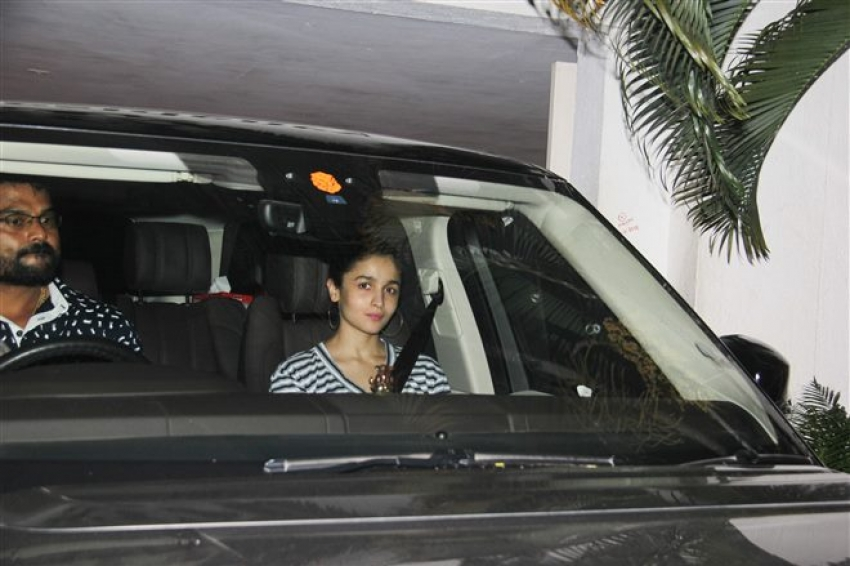 Alia Bhatt Spotted At Karan Johar's Apartment Bandra Photos