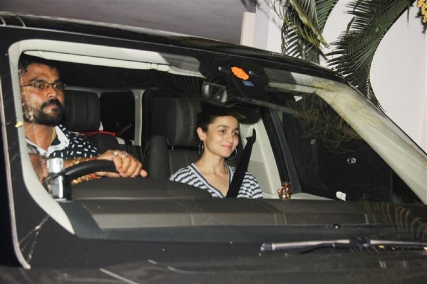 Alia Bhatt Spotted At Karan Johar's Apartment Bandra Photos