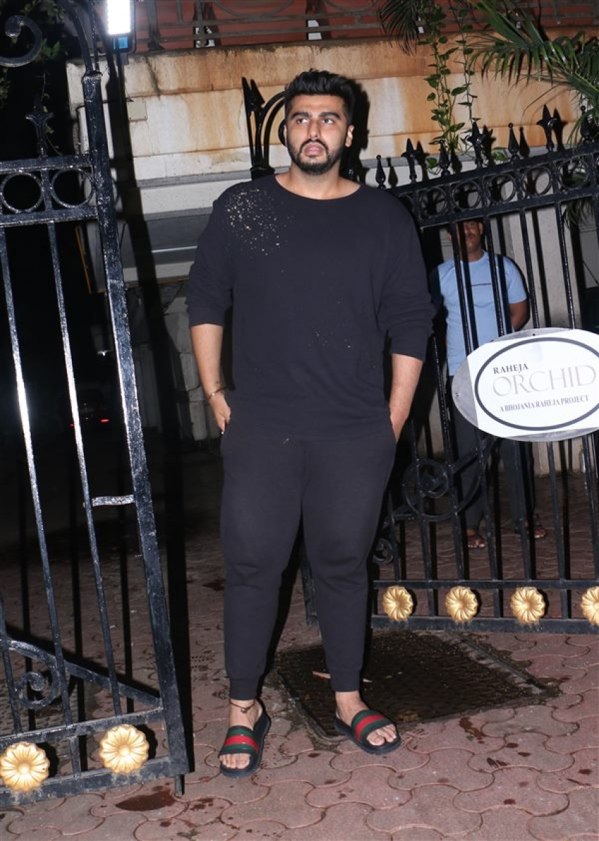Janhvi Kapoor, Khushi And Boney Kapoor Celebrate Arjun Kapoor's Birthday At His House Photos