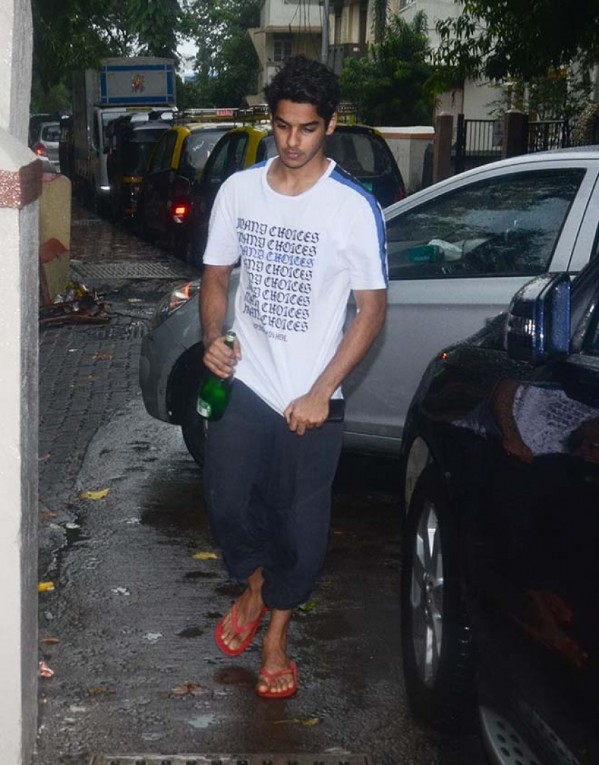 Jhanvi Kapoor And Ishaan Khattar Spotted At Mattrix Office Bandra Photos
