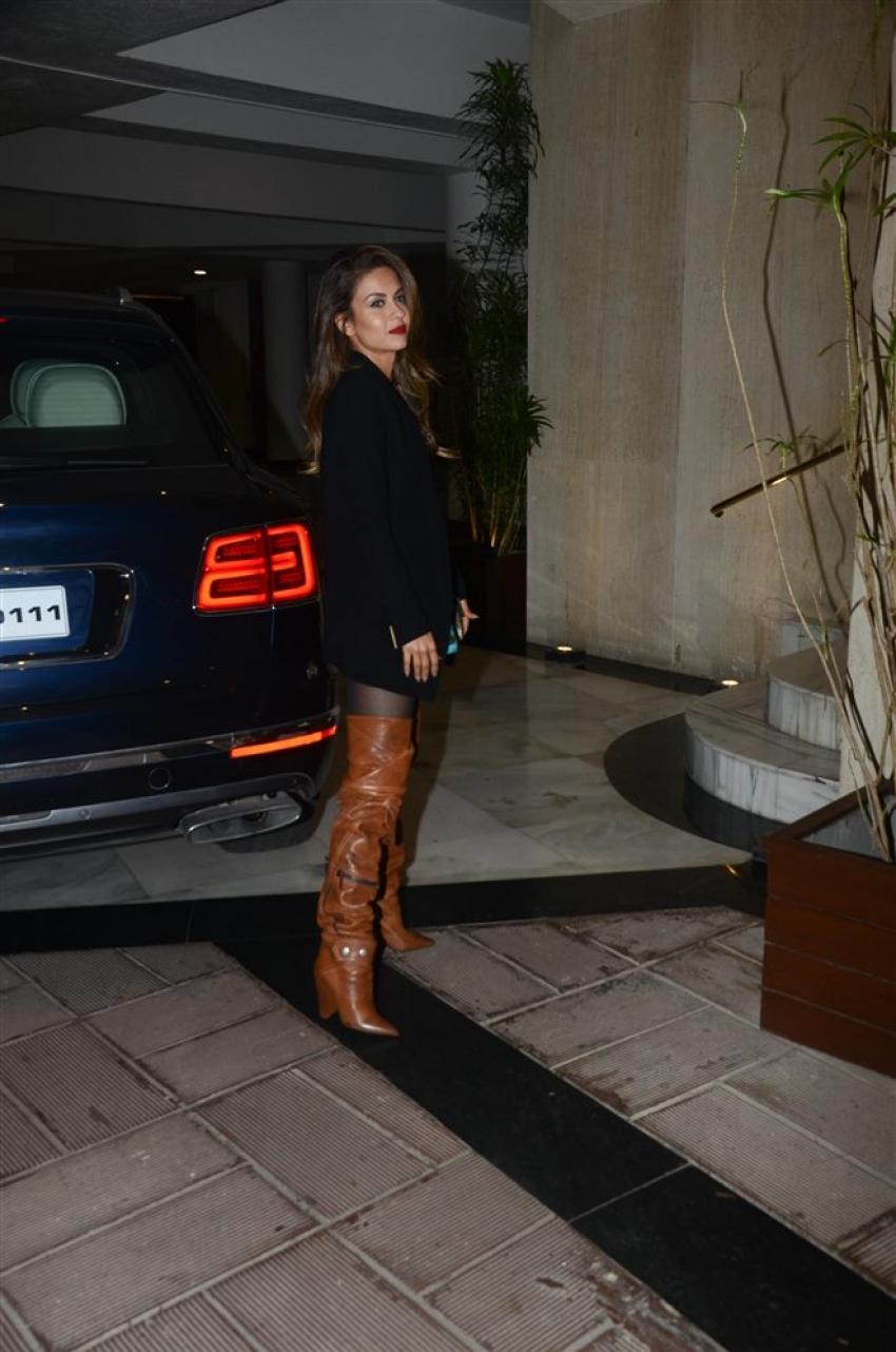 Kareena Kapoor, Natasha Poonawala And Karan JOhar Spotted At Manish Malhotra's House Bandra Photos