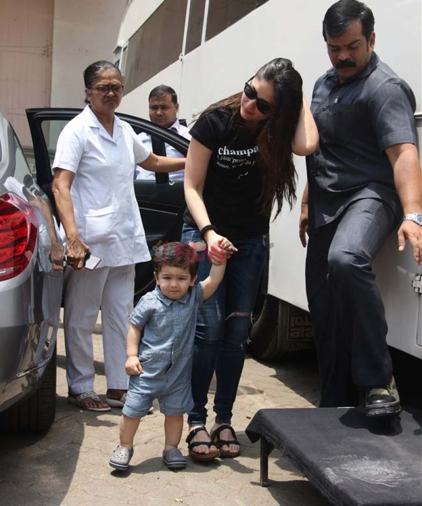 Kareena Kapoor And Taimur Spotted At Mehboob Studio Photos