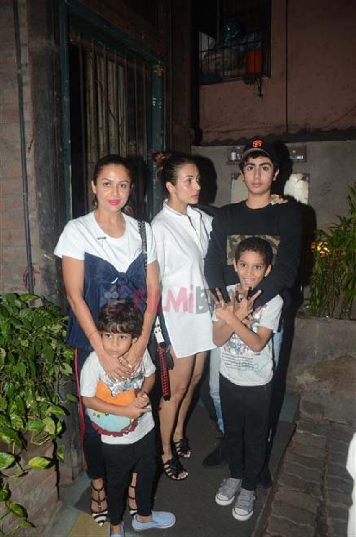 Malaika Arora & Amrita Arora family At Pali Cafe Bandra Photos