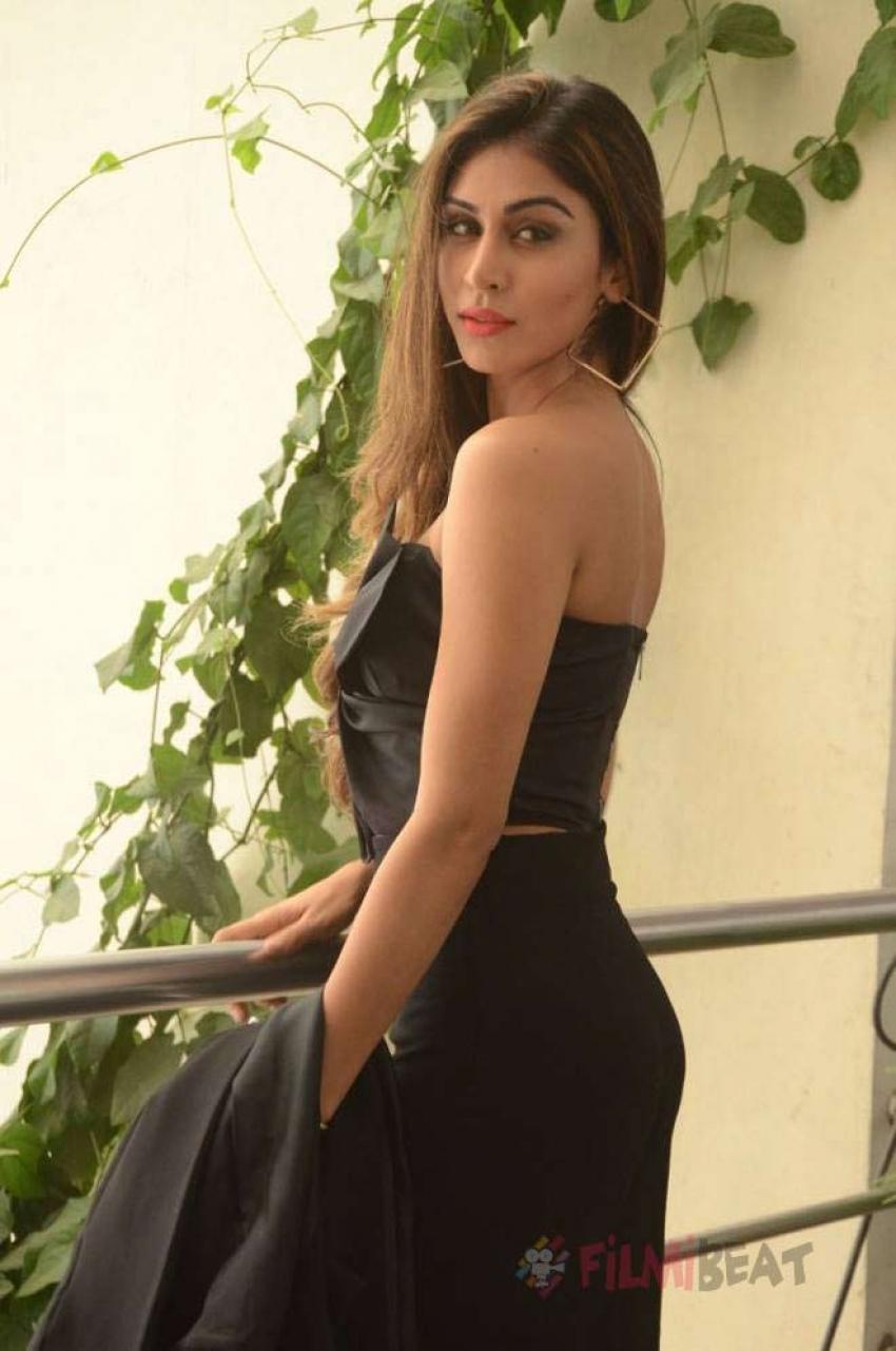 Myra Sareen Photos