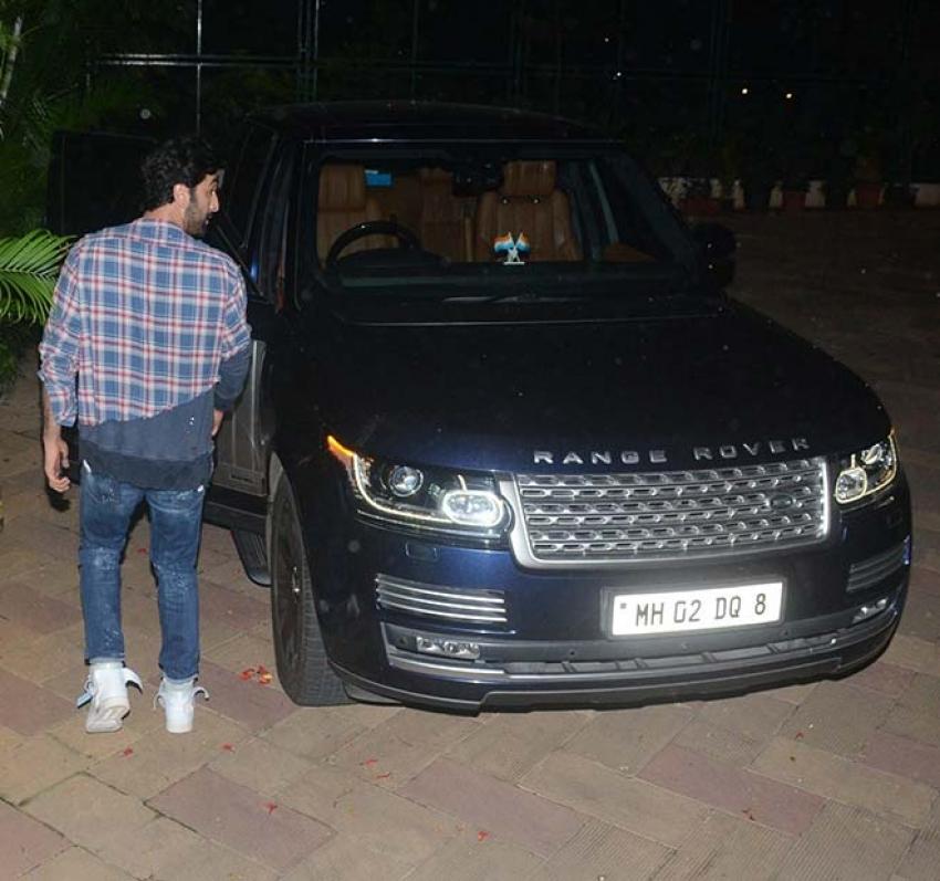 Ranbir Kapoor Spotted At Sanjay Dutt House Photos