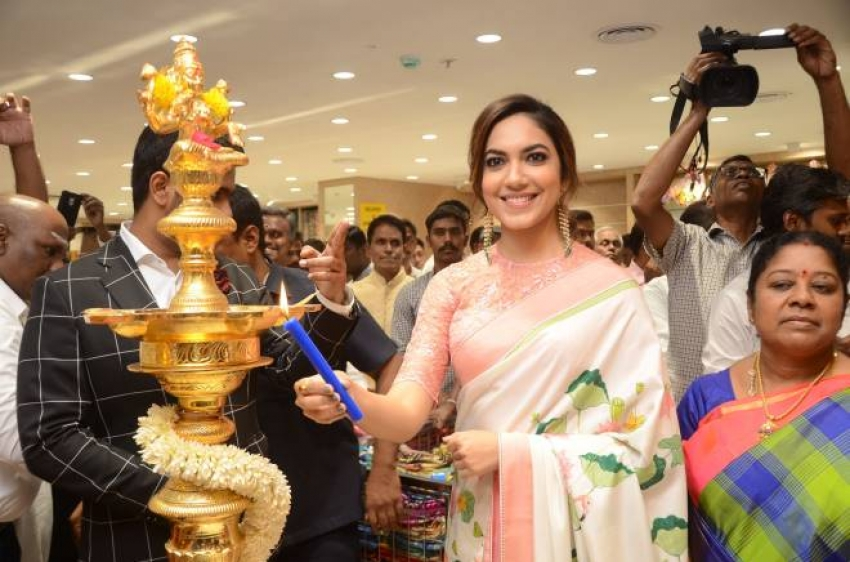 Ritu Varma Launches The Chennai Silks At Mehdipatnam Photos