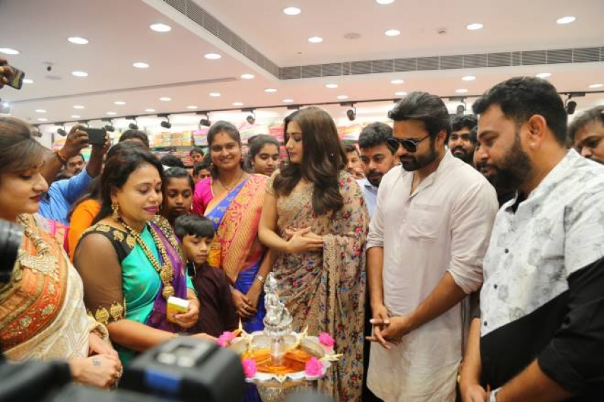 Sai Dharamtej Inagurated KLM Fashion Mall at Rajahmundry Photos