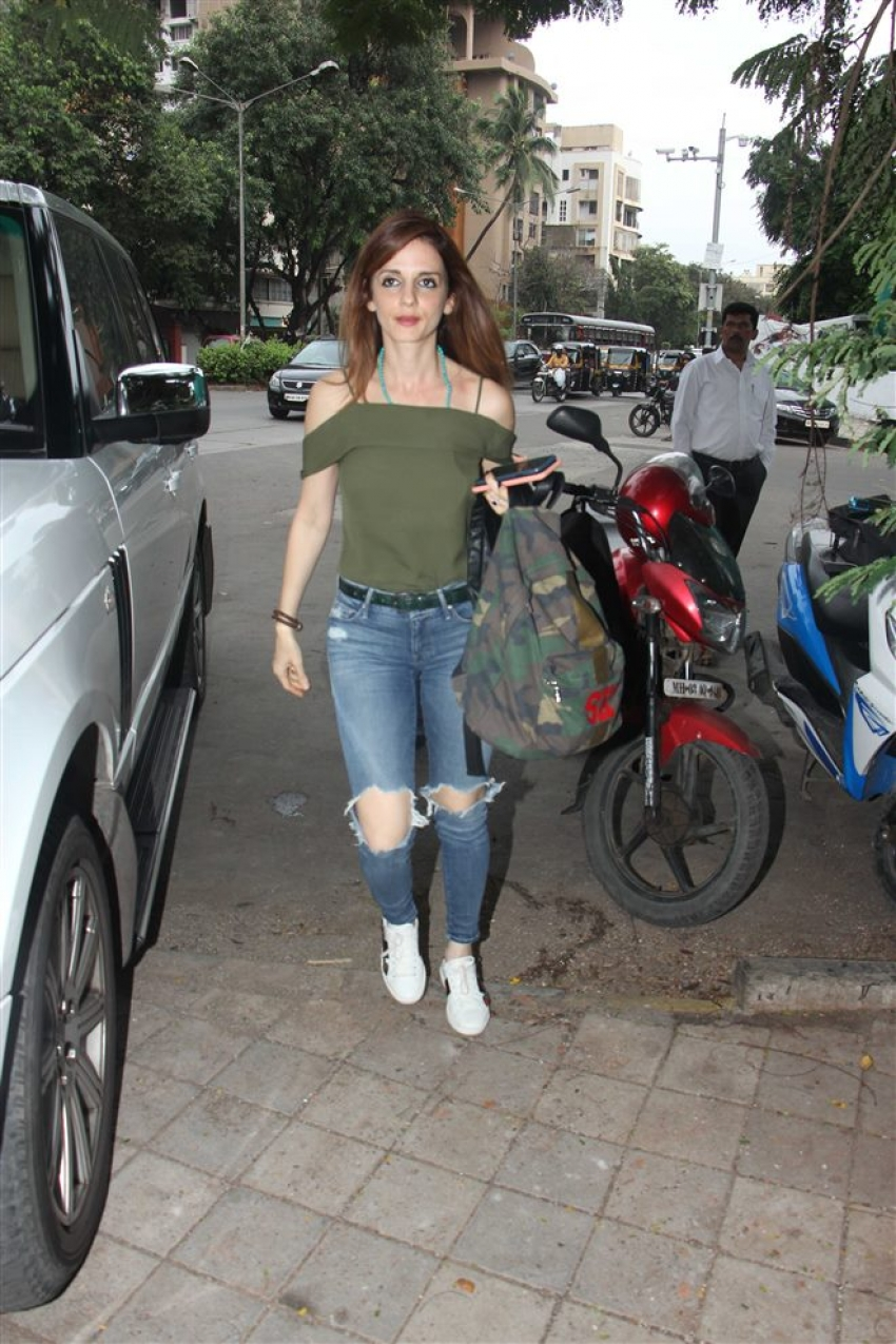 Sussane Khan Spotted At Kromakay Juhu Photos