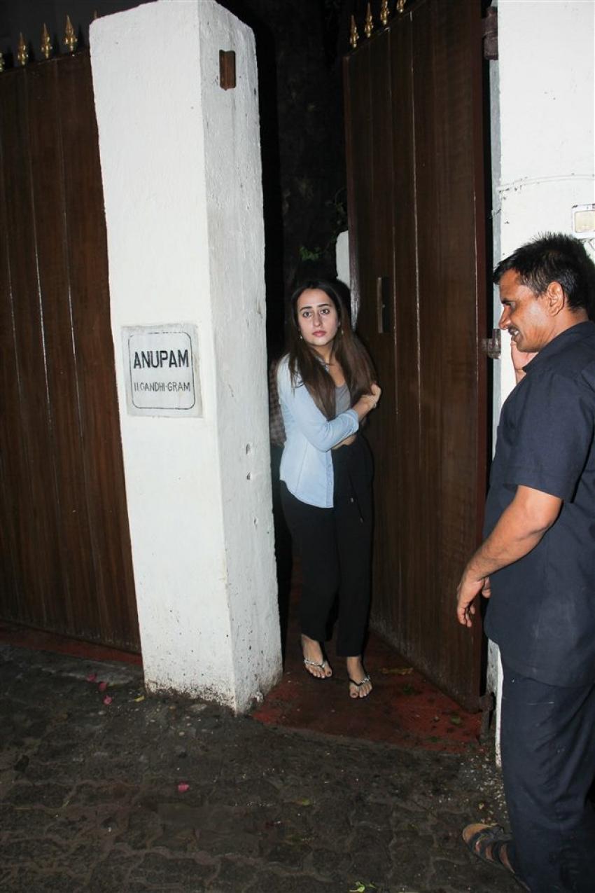 Varun Dhavan's Girlfriend Natasha Dalal Spotted At Juhu Photos