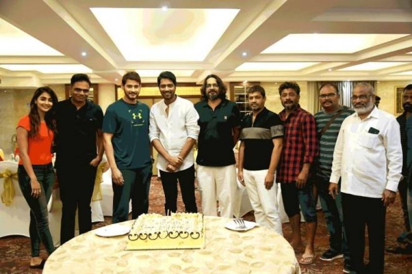 Allari Naresh Birthday Celebrations At Mahesh Vamsi Paidipally Movie In Dehradun Photos
