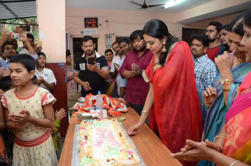 Jeeta Rajashekar Daughter Shivani Rajashekar Birthday Celebration At Blind School Photos