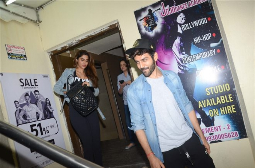 Kartik Aryan With Girlfriend Spotted At Juhu PVR Photos