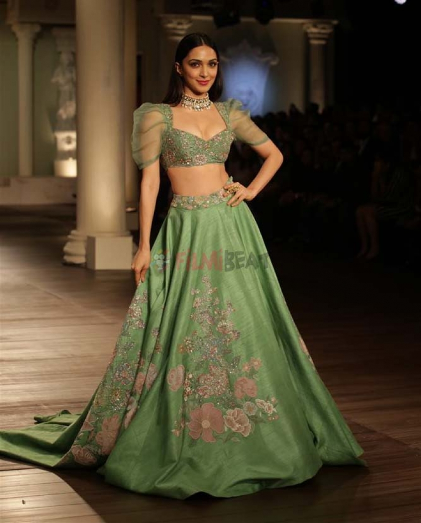 Kiara Advani Walking Ramp For Designer Shyamal And Bhumika At ICW 2018 Photos