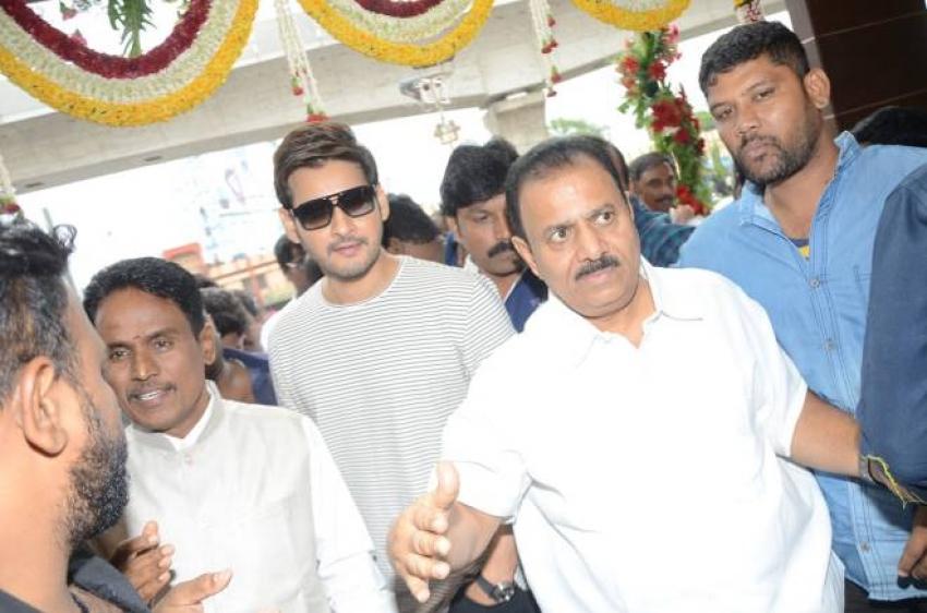 Mahesh Babu Inaugurated The Chennai Silks Show Room At Kukatpally Y Junction  Hyderabad Photos