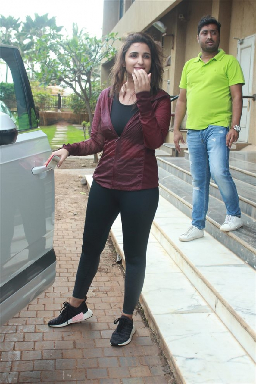 Parineeti Chopra And Siddharth Malhotra Spotted At Hotel Juhu Photos