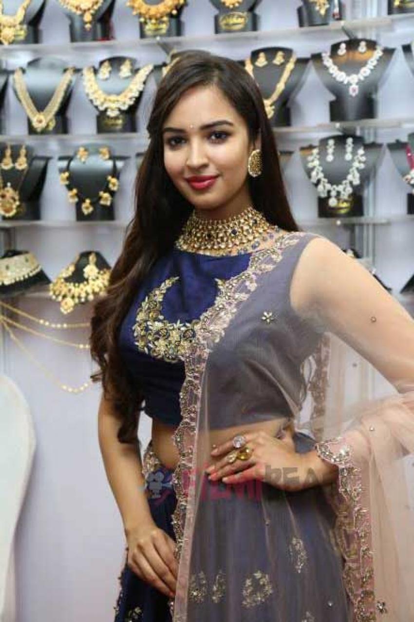 Pujita Ponnada Inaugurates Trendz Expo At Taj Krishna Photos