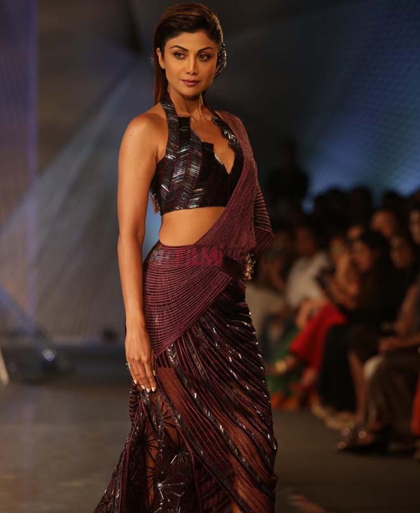 Shilpa Shetty walks for Designer Amit Aggarwal at ICW 2018 Photos