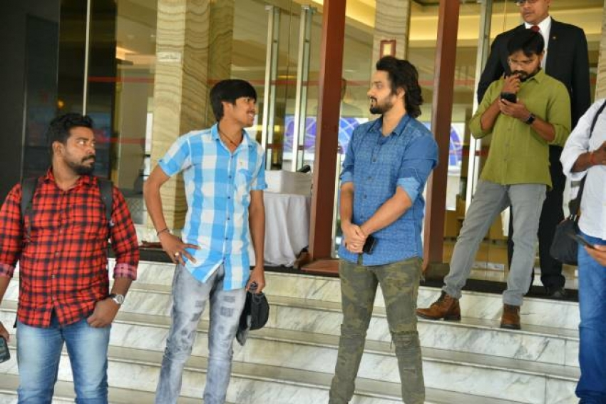 Sumanth Ashwin at Babai Hotel Vijayawada Photos