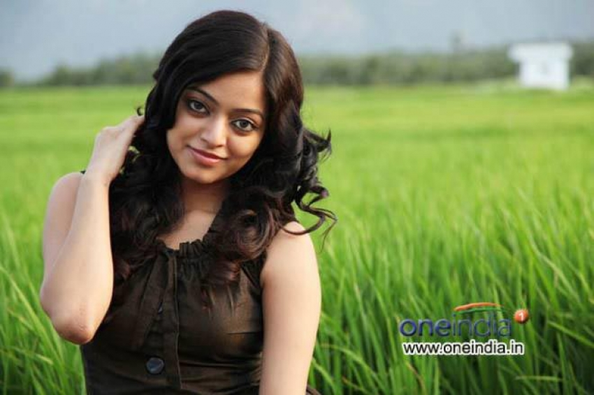 Tamil Big Boss Season 2 Janani Iyer Unseen Photos