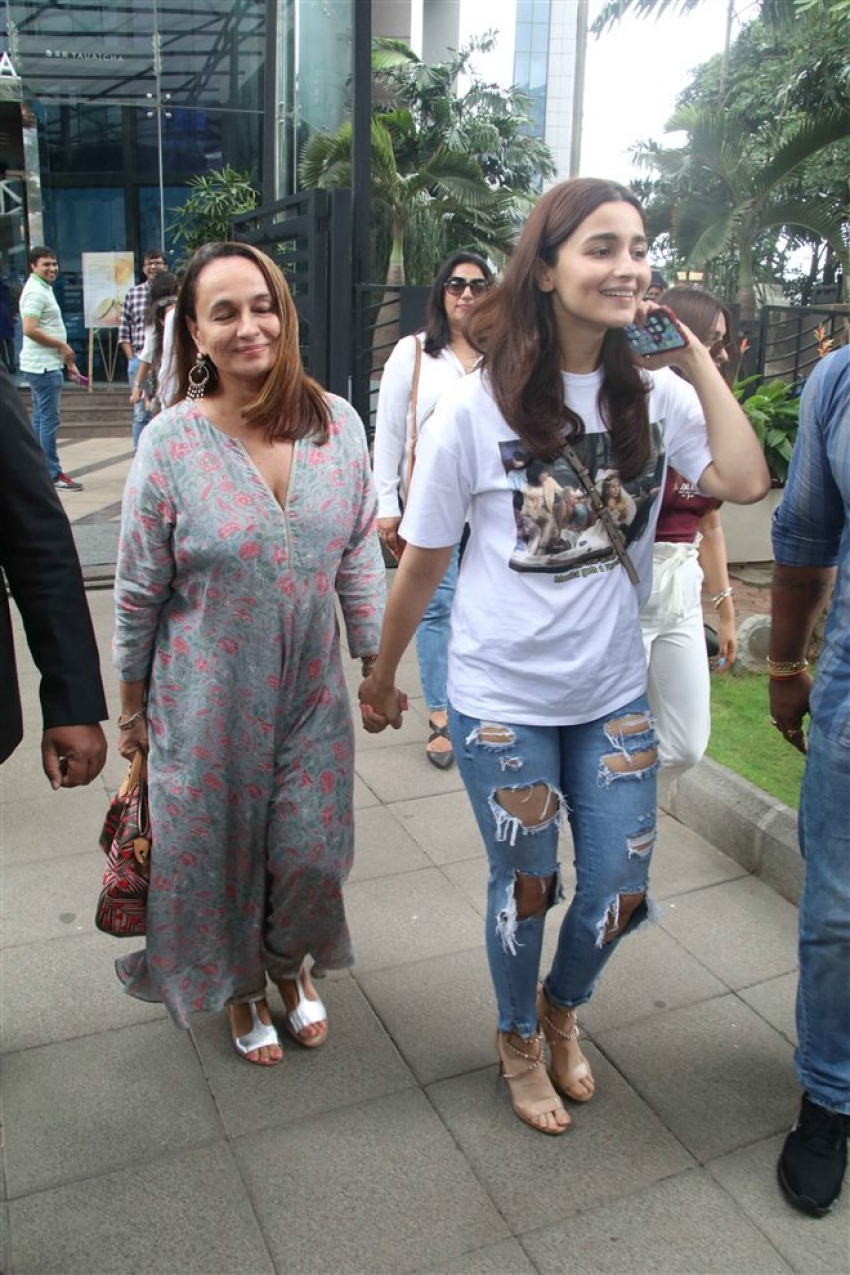 Alia Bhatt With Mom Spotted At Yauatcha BKC Photos