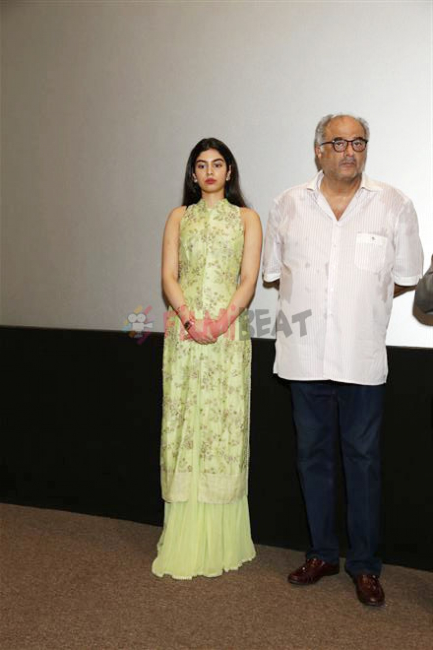 Boney Kapoor, Khushi And Jahnvi Pays Tribute On Her Birth Anniversary Photos