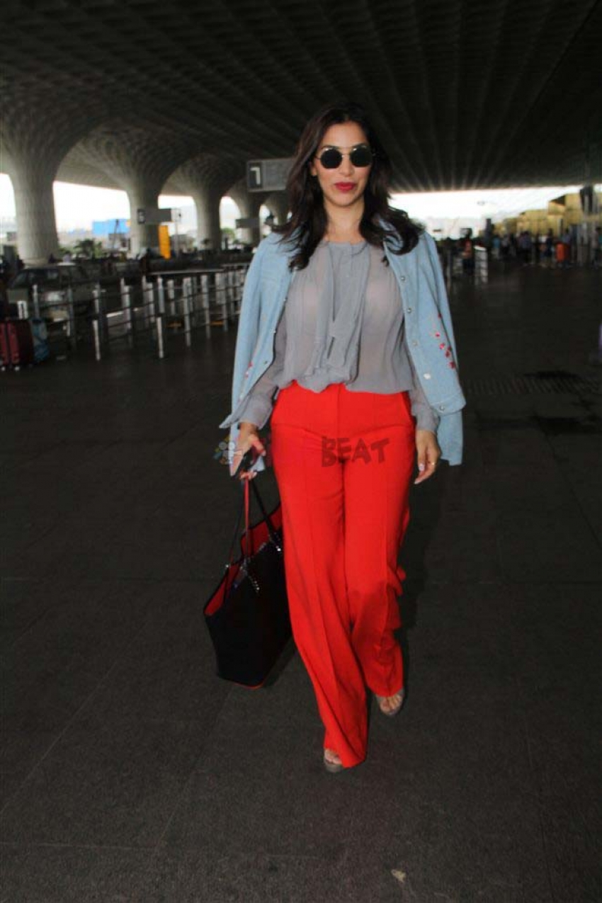 Celebs Snapped At Airport Photos