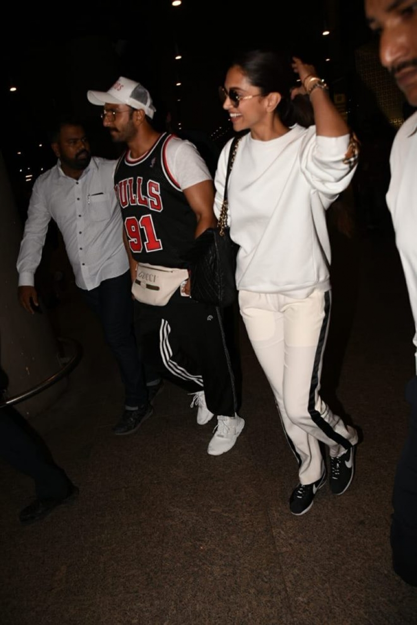 Deepika Padukone And Ranveer Singh Spotted At Airport Photos