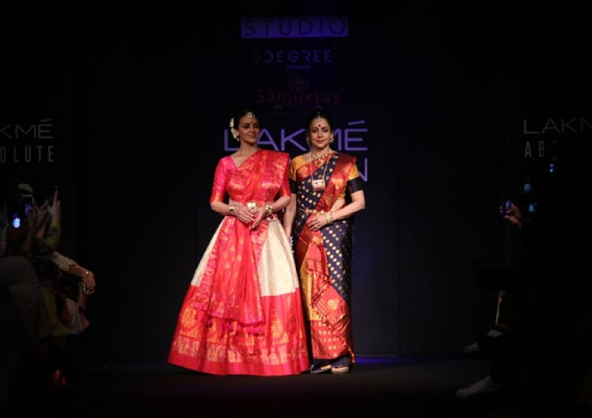 Esha Deol And Hema Malini walk the ramp at Lakme Fashion Week 2018 Photos